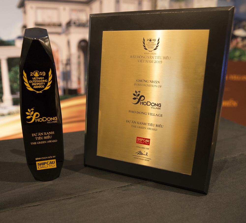 """Khu đô thị kiểu mẫu PhoDong Village vừa được vinh danh nhận giải thưởng """"Dự án xanh tiêu biểu"""" tại Lễ vinh danh Bất động sản Tiêu biểu Việt Nam 2019."""