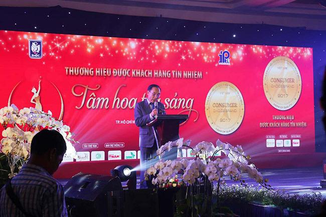 """Phodong Village đạt giải thưởng """"Thương hiệu được khách hàng tín nhiệm 2017"""""""